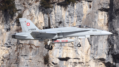 J-5025 - McDonnell Douglas F-18C Hornet - Switzerland - Air Force