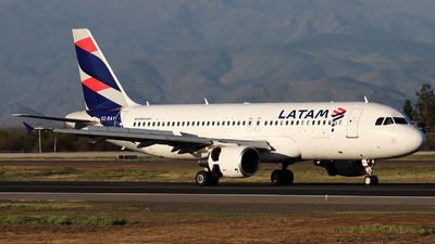 CC-BAY - Airbus A320-214 - LATAM Airlines