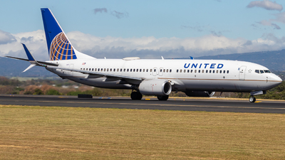 A picture of N87527 - Boeing 737824 - United Airlines - © Alonso Cisneros