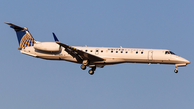 A picture of N11165 - Embraer ERJ145XR - United Airlines - © Wenjie Zheng