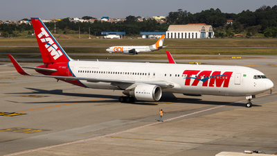 A picture of PTMSZ - Boeing 767316(ER) - LATAM Airlines - © fachetti_spotter