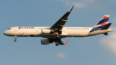 A picture of PTXPI - Airbus A321211 - LATAM Airlines - © Renato Oliveira