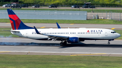 A picture of N37700 - Boeing 737832 - Delta Air Lines - © Steve Rinde