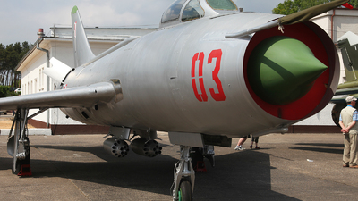 03 - Sukhoi Su-7BM Fitter A - Poland - Air Force