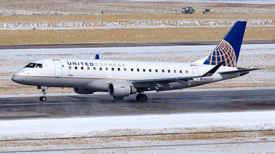 A picture of N122SY - Embraer E175LR - United Airlines - © Yixin Chen