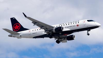 A picture of CFEJF - Embraer E175SU - Air Canada - © RZ