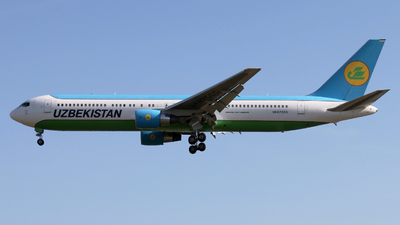 A picture of UK67005 - Boeing 76733P(ER) - Uzbekistan Airways - © Peter Baldwin