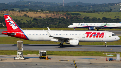 PT-XPI - Airbus A321-211 - TAM Linhas Aéreas