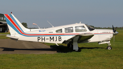 A picture of PHMJB - Piper PA28R201 - [28R7837227] - © Kees Marijs