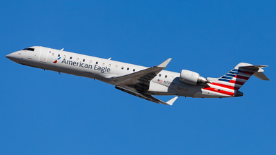 A picture of N726SK - Mitsubishi CRJ701ER - American Airlines - © Brandon Giacomin