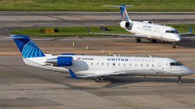 N453SW - Bombardier CRJ-200ER - United Express (SkyWest Airlines)