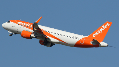 A picture of GEZGX - Airbus A320214 - easyJet - © Nigel Fenwick