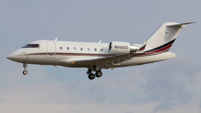 A picture of N242QS - Bombardier Challenger 650 - NetJets - © Shon F