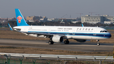 A picture of B8993 - Airbus A321211 - China Southern Airlines - © XPHNGB