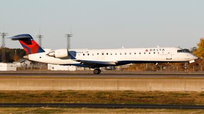 A picture of N391CA - Mitsubishi CRJ701ER - Delta Air Lines - © Alec Mollenhauer