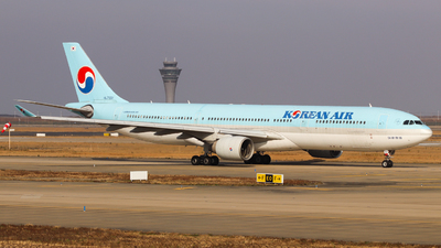 A picture of HL7551 - Airbus A330322 - Korean Air - © Charlie-Aviationphotography