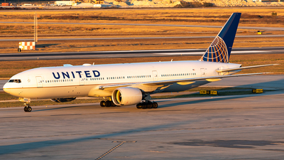 N215UA - Boeing 777-222(ER) - United Airlines