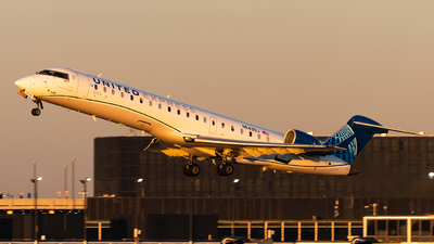 A picture of N549GJ - Mitsubishi CRJ550 - United Airlines - © bill wang