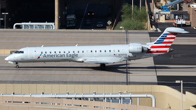 A picture of N755SK - Mitsubishi CRJ701ER - American Airlines - © Huy Do