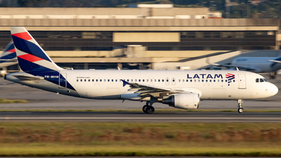 A picture of PRMHW - Airbus A320214 - LATAM Airlines - © Felipe Oliveira - oliver_spotting