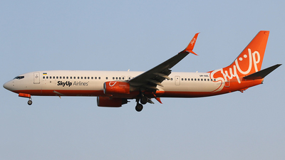 UR-SQL - Boeing 737-96NER - SkyUp Airlines