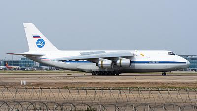 A picture of RA82038 - Antonov An124 -  - © Janson Button