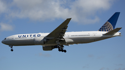N77006 - Boeing 777-224(ER) - United Airlines