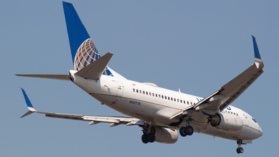 N33714 - Boeing 737-724 - United Airlines