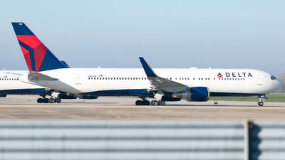 A picture of N1604R - Boeing 767332(ER) - Delta Air Lines - © Erik Goodfellow