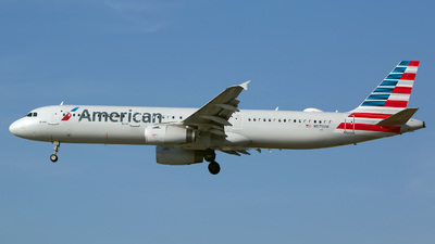 A picture of N575UW - Airbus A321231 - American Airlines - © Chris Pitchacaren