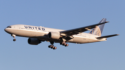 A picture of N795UA - Boeing 777222(ER) - United Airlines - © ceci wong