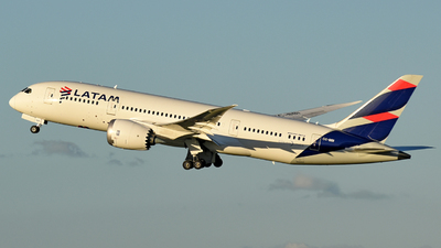A picture of CCBBI - Boeing 7878 Dreamliner - LATAM Airlines - © Juan Contreras