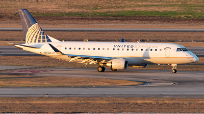 A picture of N87360 - Embraer E175LR - United Airlines - © Yixin Chen