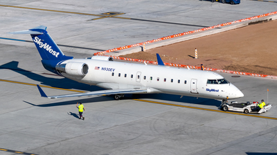 A picture of N930EV - Mitsubishi CRJ200ER - SkyWest Airlines - © Ricky Teteris