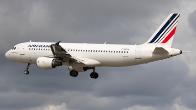 A picture of FGKXN - Airbus A320214 - Air France - © Pedro Costa