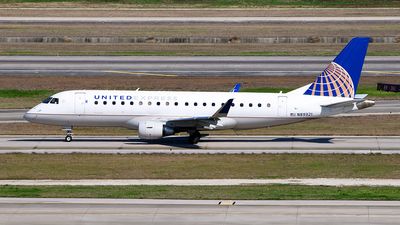 A picture of N89321 - Embraer E175LR - United Airlines - © Rocky Wang