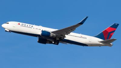 A picture of N172DZ - Boeing 767332(ER) - Delta Air Lines - © Tyler Jablonski