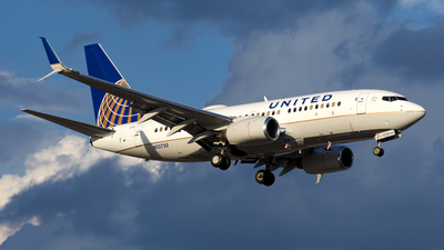 N13750 - Boeing 737-724 - United Airlines