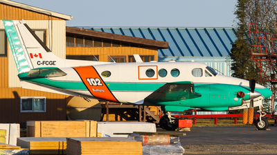 C-FCGE - Beechcraft 65 Queen Air - Buffalo Airways
