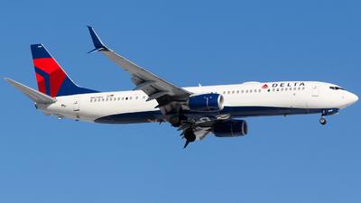 A picture of N929DZ - Boeing 737932(ER) - Delta Air Lines - © Alec Mollenhauer