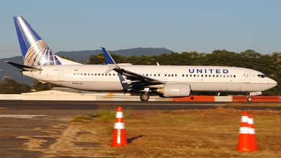 N18223 - Boeing 737-824 - United Airlines