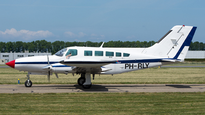 PH-RLY - Cessna 402B - Heli Holland