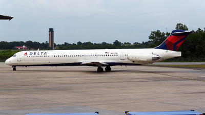 A picture of N972DL - McDonnell Douglas MD88 - [53215] - © JC