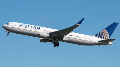A picture of N669UA - Boeing 767322(ER) - United Airlines - © David W. Wilson