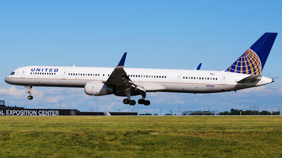 N74856 - Boeing 757-324 - United Airlines