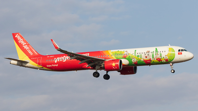 A picture of VNA607 - Airbus A321271N - VietJet Air - © walker2000