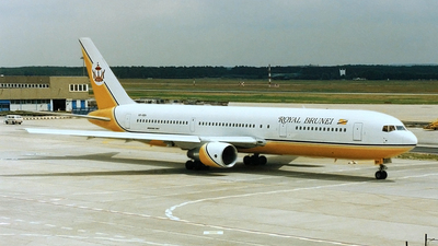 V8-RBH - Boeing 767-33A(ER) - Royal Brunei Airlines
