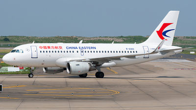 A picture of B6460 - Airbus A319115 - China Eastern Airlines - © Jansky