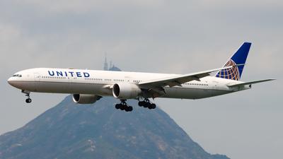 A picture of N2136U - Boeing 777322(ER) - United Airlines - © Chow Kin Hei - AHKGAP