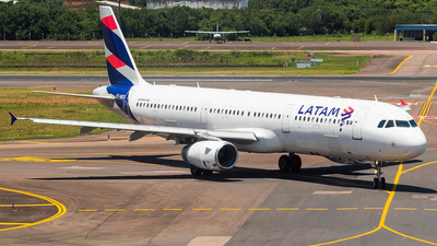 A picture of PTMXD - Airbus A321231 - LATAM Airlines - © Lorenzo Afonso